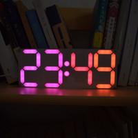 Freeshipping DS3231 DIY 4 dígitos Digital Kit de reloj de módulo de alarma LED con colores del arco iris y caja transparente