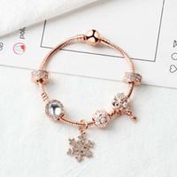 Nouvelle HotSale Rose Gold Beads Loose Pendentif Snowflake Pendentif Bracelet Charme Berceau Bracelet pour fille DIY bijoux en tant que cadeau de Noël