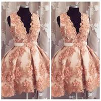 2020 Elegante collo a V Deep Senza maniche A Linea Abiti da ritorno con fiori 3D adornati Brevi Graduazioni formali Abiti da partito Vestidos de Prom