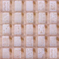 أنماط مختلفة البخاخة اللوحة الاستنسل diy ديكور المنزل سكرابوكينغ الألبوم كريست فن قطع يموت الكريسمس الزفاف diy بطاقات أداة