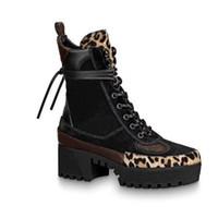 Classic Martin Botots Designer Hiver Hiver Talon grossier Femmes Chaussures 100% cuir Flamingos Love arrow Médaille Dessert Boot De Dame Épais Talons hauts Grande taille 35-39-42 US4-11