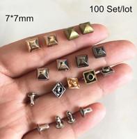100 Satz pralle quadratische Pyramiden-Niet-Bolzen, 7 * 7 mm DIY-Niet für Kleidungsstückdekoration, Rock Spike Punk-Niet, Roségold, Silber, Bronze