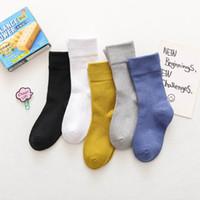 Calcetines del bebé niños del otoño calcetines de la historieta de invierno para los cabritos de las muchachas de las niñas a la escuela de deporte del bebé de la ropa de rayas