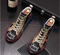 2020 Qualitäts-Art- und Männer hohe Spitze der britischen Art Stickerei Schuhe Herren Causal Luxus-Schuh-Rot Black Bottom Gummischuhe für Männer
