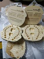 Los dientes de leche de dientes Caja de almacenamiento Guardar Leche de madera Cajas de las muchachas del muchacho Imagen Organizador hoja caduca Dientes regalos del caso Childs creativas 10 Idioma A122605
