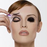 2 adet Pro Eyeliner Şablonlar Kanatlı Eyeliner Stencil Modelleri Şablon Şekillendirme Araçları Kaşları Şablon Kart Göz Farı Makyaj Aracı