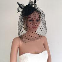 Wedding fascinator kapelusz dla panny młodej druhna czarna siatka z kwiatowym welon z kropkami strusia Feather fascinator Jeweled Headband Pearls Hair Class