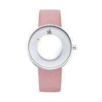 Shengke Mode Frauen kleiden Uhren Damen Kreative Spiegelglas Zifferblatt Lederband Dornschliesse 001 Quarz-Armbanduhr-Weihnachtsgeschenk