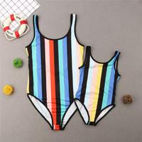 Les femmes Rainbow Kids Striped Bodysuit une pièce famille Matching maillot de bain Bikini Maillots de bain Beachwear Backless Mère tankini bain