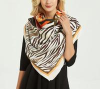 Шелковый шарф женщины роскошь Марка де люкс цветок печатный квадратный шарф 130 * 130см мода Шали обертывания большой размер хиджаб головы шарфы зима толстая