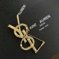 19 nuovi prodotti sull'oro europeo e americano Double Love Letter Brooch Ladies Giacca intrecciata in oro placcato oro Giacca a farfalla Accessori