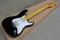 يمكن تخصيص الغيتار الكهربائي المصنع الأسود مع pickguard الأبيض و HSH التقاطات ، القيقب وحة الفريتس ، وفقا لمتطلبات.
