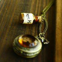 2019 mais novo Bebida Moda Vintage Hot-me garrafa relógio de bolso Pendant Alice In Wonderland Colar do presente