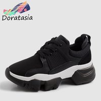 DORATASIA New Spring Cow Leather Cow in pelle scamosciata INS Hot Luxury Dad Shoes Lace Up Sneakers Flat Platform Shoes Donna Flats Female