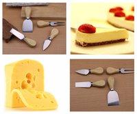 جبن مفيد مجموعة 4PCS / SET Oak Hand Handle سكين شوكة مجرفة عدة حفر لقص لوحة خبز الجبن