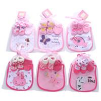 Хлопок дизайнер детское подарок новорожденных наряда детские носки + перчатки + нагрудники 3шт принцесса новорожденные девочка дизайнерская одежда мальчики младенческие носить A3090