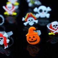 El anillo de dedo luminoso de calabaza de Halloween Bat fantasma divertido anillos de calavera Partido juguetes de plástico favorece los regalos Props de Halloween Supplies libre de DHL 228