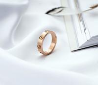Titan Stahl Hochzeit Marken-Designer-Liebhaber-Ring für Frauen Luxus Zirkonia Verlobungsringe Männer Schmuck Geschenke in Edelstahl