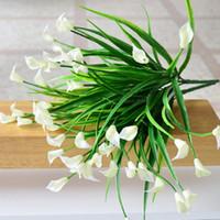 Neue schöne 25 Köpfe / Bouquet mini künstliche Calla mit Blatt Kunststoff gefälschter Lilie Wasserpflanzen Dekoration Blumenhauptraum