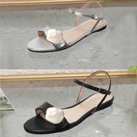 Klasik bayan sandalet Toka Metal toka deri Düz dipli Plaj kadın ayakkabı Tasarımcısı Lüks kadın Sandalet Siyah Büyük boy us11 10 35-42