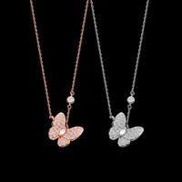Europa América moda dama latón vc letra 18k chapado en oro collares con diamante completo afortunado mariposa colgante 2 color