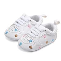 Bebé de la zapatilla de deporte de la PU de las niñas recién nacidas primeros caminante Zapatos de cuna suave