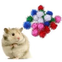 21pcs / 100pcs del gatto Giocattoli Glitzy Tinsel spruzzato pompon palle per il gatto Pet Squirrel Hamster Parrot divertente giocattolo interattivo