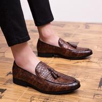 Partido hombres en punta formal de negocios Brogue los zapatos de lujo de los hombres de los zapatos de vestir masculino cuero de la boda informal de los holgazanes 2020