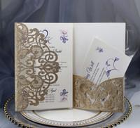 Tarjetas de boda de recorte de polvo de oro Vintage Invitación de boda Tri-Doble con cinta Kit de invitación de boda de bolsillo