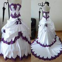 Gótico púrpura y blanco vestidos de novia 2019 cuentas sin tirantes apliques blusa hecha a mano rosa flores una línea de hermosos vestidos de novia al por mayor