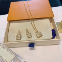 أوروبا مجموعات مجوهرات أمريكا سيدة نساء النحاس محفورة v الأحرف الأولى إعدادات كامل الماس قفل 18K الذهب قلادة الأقراط مجموعات