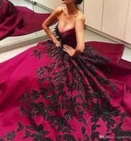 Vendita calda di nuovo sweep treno Ball Gown Satin V-Neck principessa abiti di sera convenzionali su ordine nero Applique Fushia lungo Prom Dresses AW448