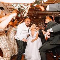 V-neck Aline Tule Vestidos de casamento de luxo, com apliques e mangas curtas vestidos de noiva com espartilho Fit e Alargamento