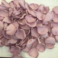 Светлый пыльный розовый атласный роз лепестки для свадебных лепестков мягкий цветок девушка роза лепесток