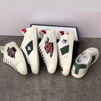Moda Branco Couro Mulheres Casuais Sapatos Mens Sapatos Sapatilhas De Couro Genuíno Embroidery Treinadores Clássicos Pitão Bordado Love Sneakers