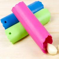 Magia del silicone Peeler Press che cucina sbucciatura strumento Crusher Strumenti Aglio Stripper tubo Peel Facile Cucina strumento YYA53