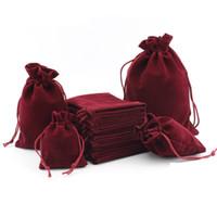 50ピースの小さなフランネルジュエリーバッグ5x7cm 7x9cm 10x15cmベルベットドローストリングポーチジュエリー包装パーソナライズされた結婚式の好意バッグ