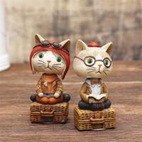Resina del fumetto SIBAOLU gatto bello ornamenti dell'automobile mano Cat Figurine Artware Home Decor montata su veicolo Animal Student regalo SH190918