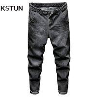 Jeans de los hombres Kstun relajados hombres cónicos negros gris sueltos sueltos a través de las caderas y los muslos, pero los estrechas a un jean delgado cerca de los tobillos