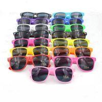 Mainstream stilvolle Sonnenbrille moderne Strand Süßigkeiten Farbe Sonnenbrille Meter Nagel Sonnenbrille Mode Full-Frame-Unisex Retro-Brillen D1051
