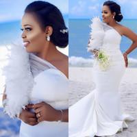 2020 Taille Plus Arabe Aso Ebi sirène cristaux sexy robes de mariée une épaule plumes mariée Robes de mariée en satin Robes ZJ255