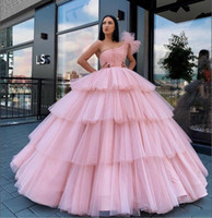Rose Quinceanera robe de bal 2020 une épaule douce 16 Tiered Robes de bal Robes Volants Débutante Plus Size Robes De 15