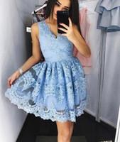 Bleu clair bleu dentelle pleine dentelle courte robe de retour en V cou au-dessus de genou longueur robe de bal classique robes de cocktail