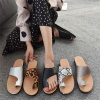 Nouveau Femmes Sandales Designer Été Mode plat large Slippery Slippers Femme Chaussures de plage plat épais Bas Toe Ouvrir l'35-43