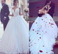 Weißer romantischer tiefer V-Ausschnitt Spitze lange Brautkleider Ballkleid Blumen Applique Lace-up formales Brautkleid nach Maß