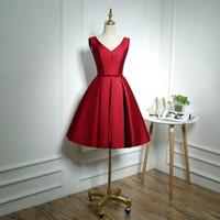 Borgogna con scollo a V Abiti da damigella d'onore in raso con prua Breve 2020 Ginocchio Dress Party Dress Maid of Honor Gowns