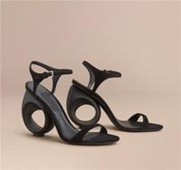 Vendita calda-Estate Designer nero beige fibbia sandali cinturino stile strano Fretwork tacchi alti sandali Mujer scarpe sexy donne