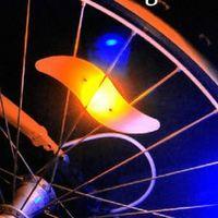 Vélo en gros vélo Vélo LED ROUES PARTENUES DE LAMPE DE VOITURE DE LA MOOT MOTORCYCLE DE VOITURE ÉLECTRIQUE SILICOLE 4 COULEURS ALARME FLAG ALARME ACCESSOIRES CYCLE
