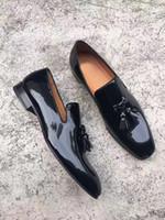 Diente de león inferior de moda del caballero rojo con los zapatos de mocasín de los hombres de la borla más barato Oxford negro mocasines de cuero vestido de boda de la fiesta de lujo