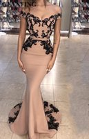 Champagner lange Satin Mermaid Abendkleider lange 2019 schwarze Spitze Appliques von der Schulter formale Party Kleider Dubai Prom Dress